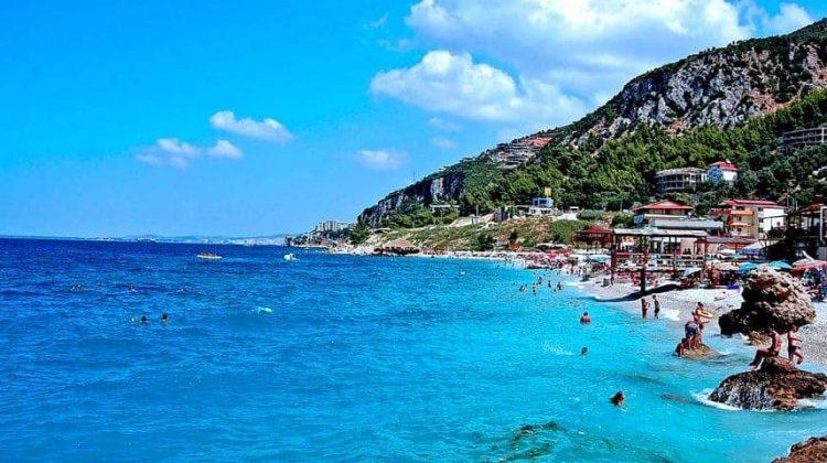 ألبانيا الإقامة عن طريق الاستثمار